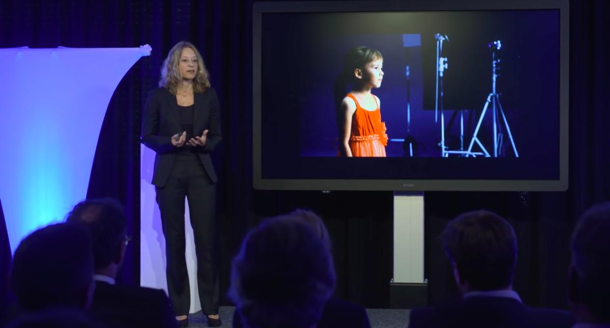Anita Lettink presenting on Diversity